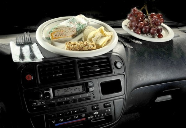 Полезно возить с собой немного непортящихся продуктов.