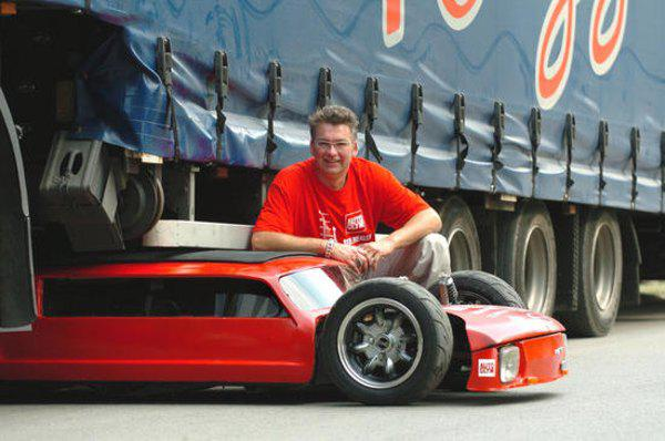 """самый низкий автомобиль в мире, он с легкостью может пройти под """"фурой"""""""